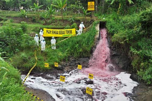 Greenpeace Kembali Tandai Lokasi Pencemaran Industri Hijauku Com Situs Hijau Indonesia