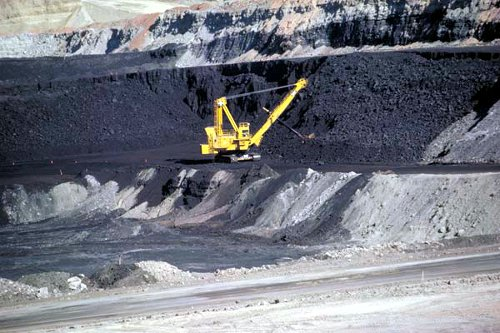 Coal mine in Wyoming - Wikimedia Commons