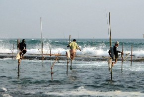 Fishermen fishing at sea in Sri Lanka - Bernard Gagnon
