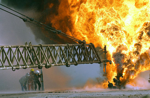 Oil well fire in Kuwait - Wikimedia Commons