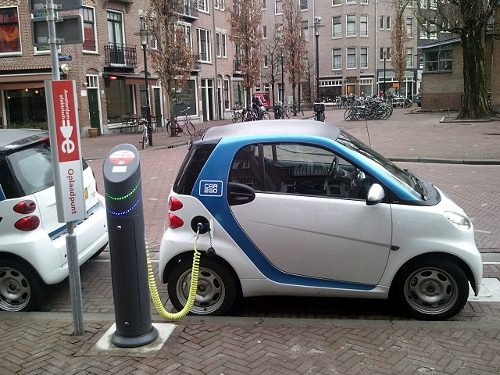 Electric car charging in Amsterdam - Wikimedia Commons