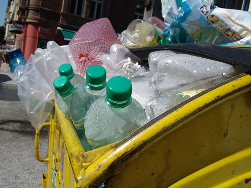 Bottles in a trash can - Wikimedia Commons