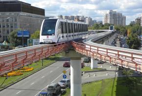Monorail Moskau - Einfahrt in Station Telezentrum - Lutex