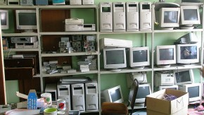 E waste - Wikimedia Commons - Laburpena