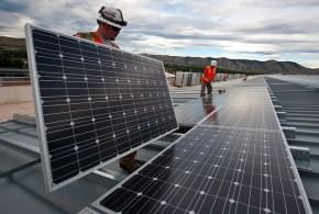 Installing Solar Panels - Energy Govt - Wikimedia Commons