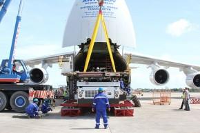 Antonov cargo plane - Wikimedia Commons