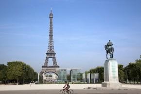 Cycling in Paris - Kosala Bandara