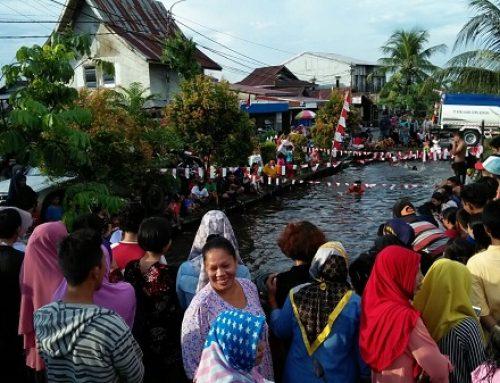 Cinta Sungai, Warga Gelar Lomba di Atas Paret