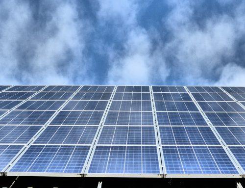 Energi Terbarukan Indonesia Menerjang Badai